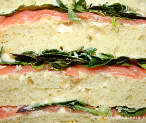 Zalmsandwiches (close up)