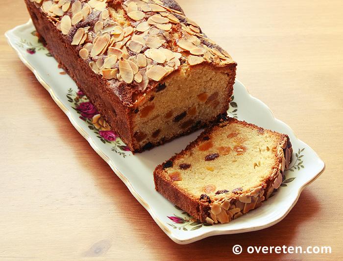 Abrikozencake met amandelspijs en rozijnen (1)