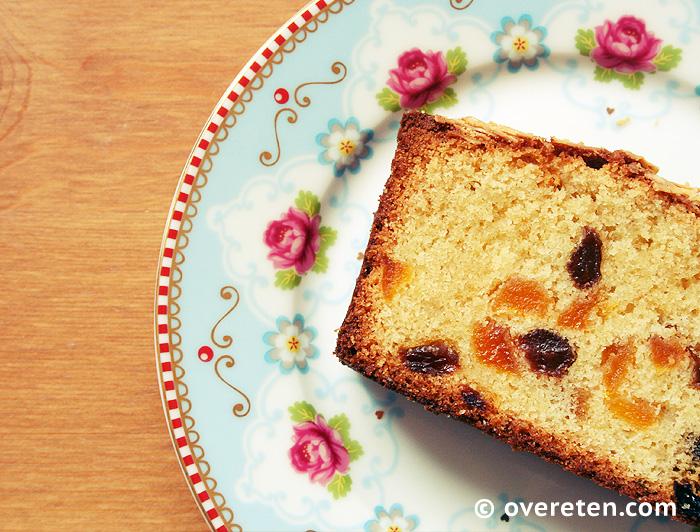 Abrikozencake met amandelspijs en rozijnen (3)
