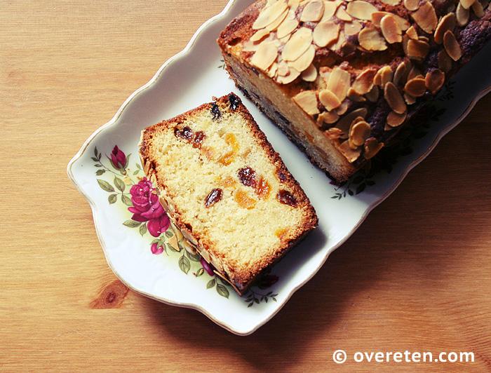 Abrikozencake met amandelspijs en rozijnen (4)